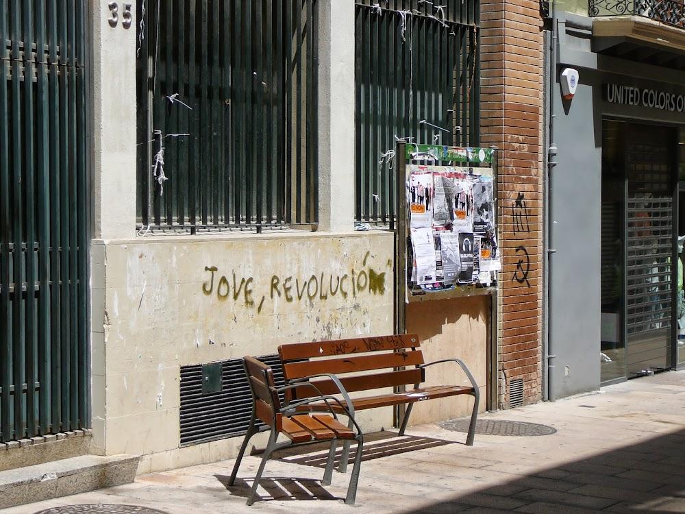 Eslogan bilingüe o analfaburro en Vilafranca.