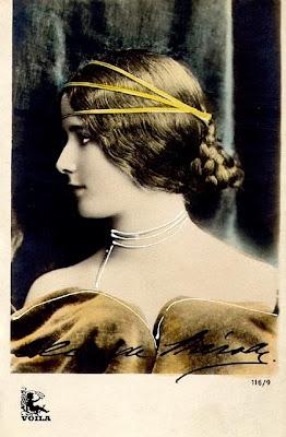 vintage femme merode