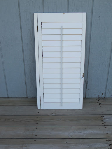 White shutter available for rent from www.momentarilyyours.com, $5.