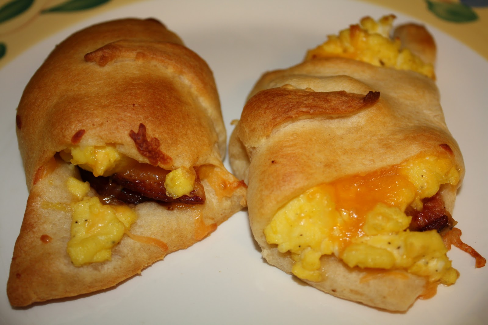 how to make ham egg and cheese croissant