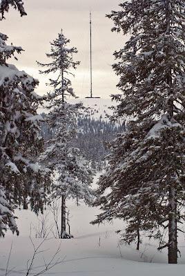 Akkanålkemasten, spårsnö i snön