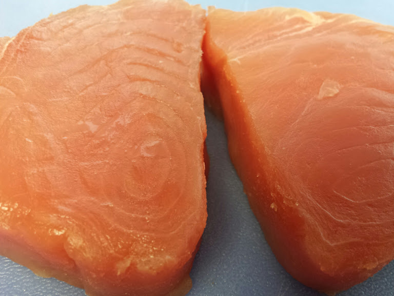 ก้อยปลาทูน่า