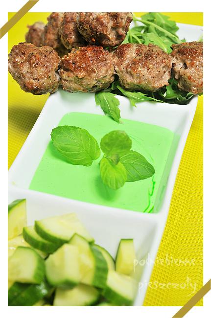 Mięsne kuleczki z miętowym sosem
