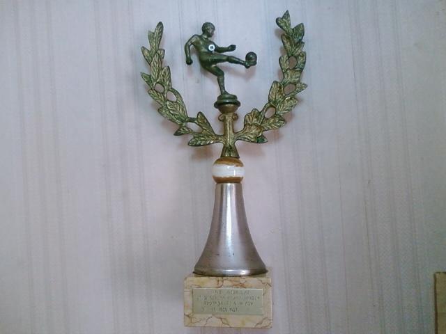 Το τρόπαιο του πρωταθλητή για τη χρονιά 1986 - 1987