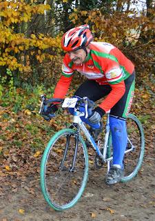 https://picasaweb.google.com/accatenoy/ChampionnatOiseCyclocross30Novembre2014#6088301121731093074