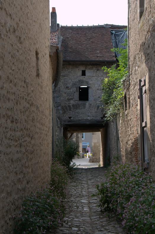 Charroux - Maison ancienne