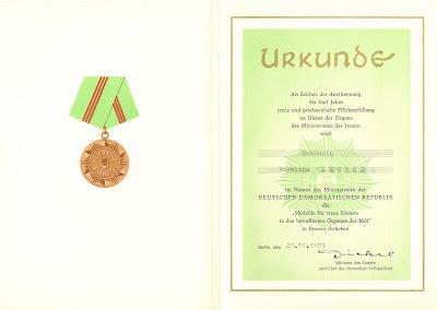143c Medaille für treue Dienste in den bewaffneten Organen des Ministeriums der Innern in Bronze www.ddrmedailles.nl