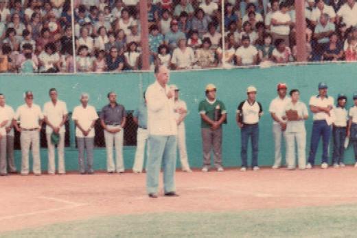 Don Manuel González Caballero en la inauguración del campeonato nacional menor de 1986