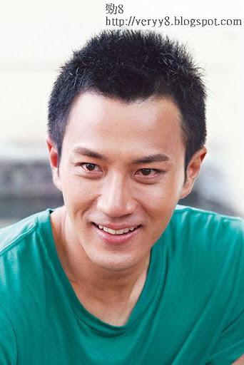 12年鼻直 <br><br>原本眼尾向下的劉愷威,眼皮變得更深更有神,鼻樑挺直。有指他是林峯、黃曉明的混合體。