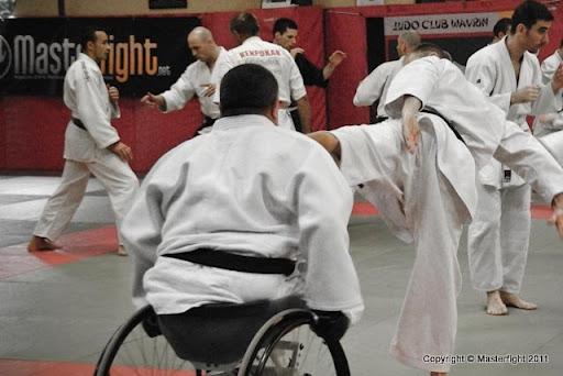 Un fauteuil roulant n'empêche pas la pratique d'un art martial