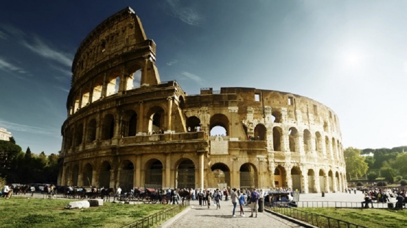 Italy: French tourist arrested for Colosseum drone flight