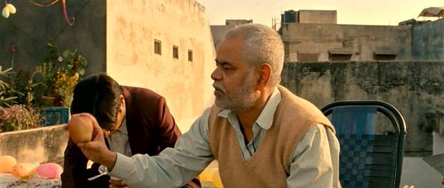 Screen Shot Of Hindi Movie Ankhon Dekhi (2014) Download And Watch Online Free at Alldownloads4u.Com
