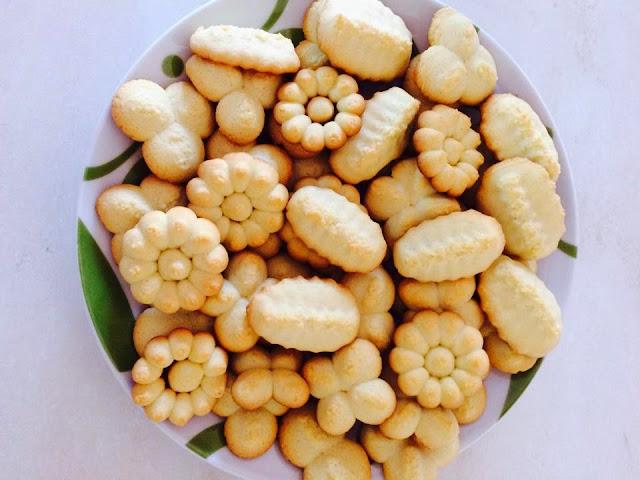 biscotti di pasta frolla montata con burro  con cioccolato con bimby ricetta blog cucina giallo zafferano  a pummarola 'ncoppa ricetta facile e biscotti da tè con sparabiscotti