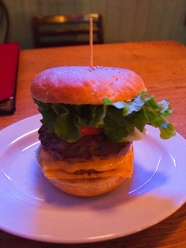 下北沢で1280円のハンバーガー食べてきた
