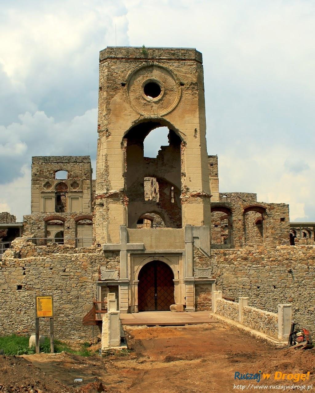 Zamek Krzyżtopór w Ujeździe - wieża bramna
