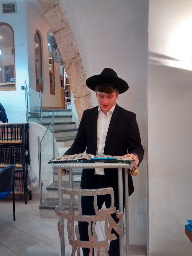 Aharon Setzer makes a Siyum Maseches to merit his grandfather