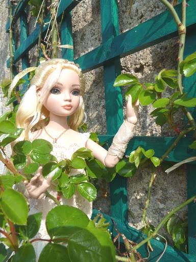 THEME DU MOIS DE MARS 2013 : le printemps, le renouveau, les balades dans la nature - Page 2 LaceItUp%2520au%2520jardin-06
