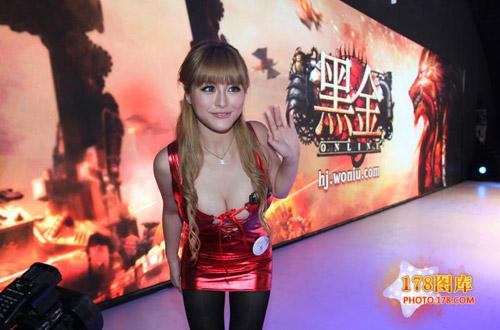 Mỹ nữ Black Gold khoe ngực tại Chinajoy 2012 4