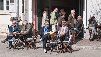 Reges Treiben herrschte auch in den gut besuchten Straßencafés.