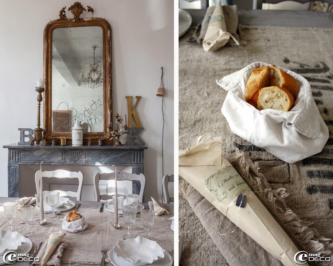 Table dressée avec de la vaisselle 'Pomax', des bougeoirs en métal argenté en forme de cuillères à soupe, un ancien sac à grain en guise de chemin de table et une corbeille à pain réalisée avec une manche de chemise ancienne, en vente dan la boutique 'Clair de Lune' à Uzès