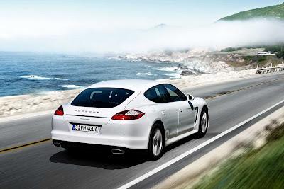 Porsche_Panamera_Diesel_2012_1920x1280_Rear_Angle_01