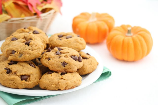 close-up photo of a plate of cookies