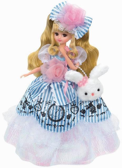 Licca công chúa trong truyện cổ tích với bộ trang phục sang trọng