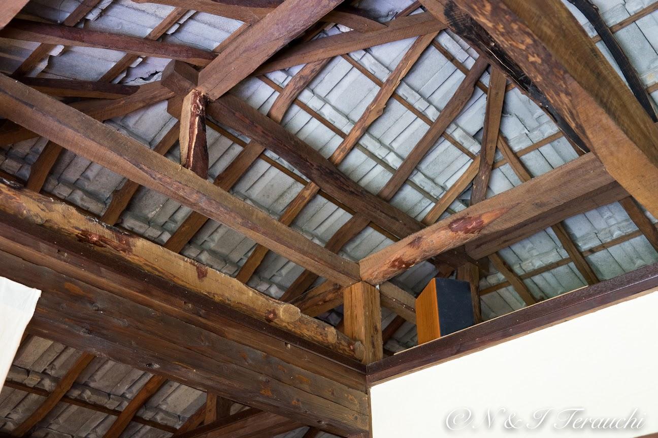 天井の管柱