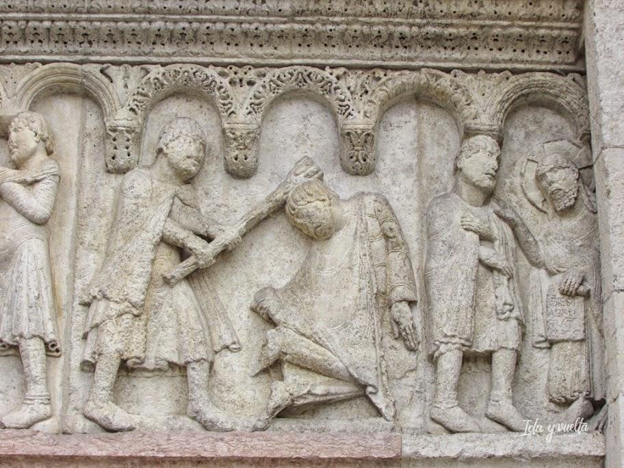 Bajorrelieves de la fachada principal realizados por el Maestro Guillermo