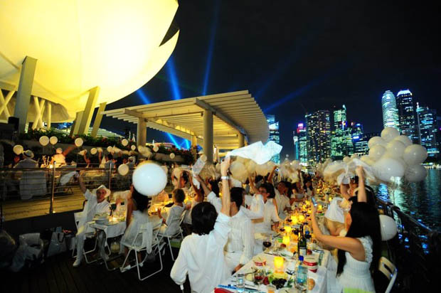 """Pop-Up"" Picnic Diner en Blanc"