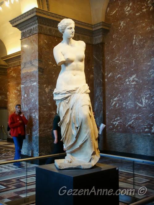 Venus de Milo olarak bilinen Afrodit heykeli, Louvre Müzesi Paris
