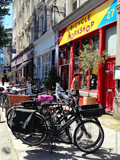 Bicycle workshop, nothing hill