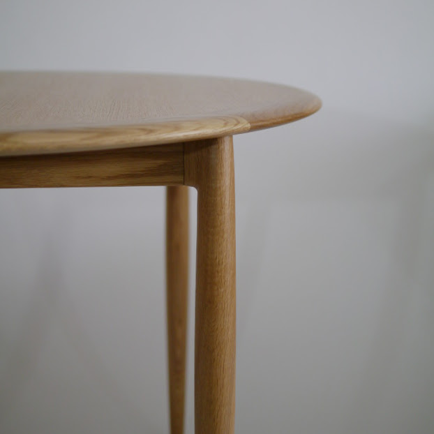 ユニバースラウンドテーブル:天板横