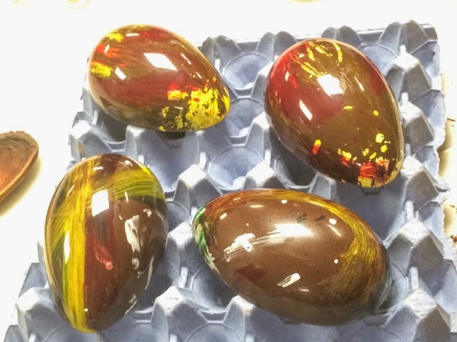 homemade-easter-egg-chocolate-hotel-cafe-royal-chocolate-making-experience