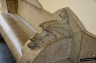 Dragón tallado en la piedra