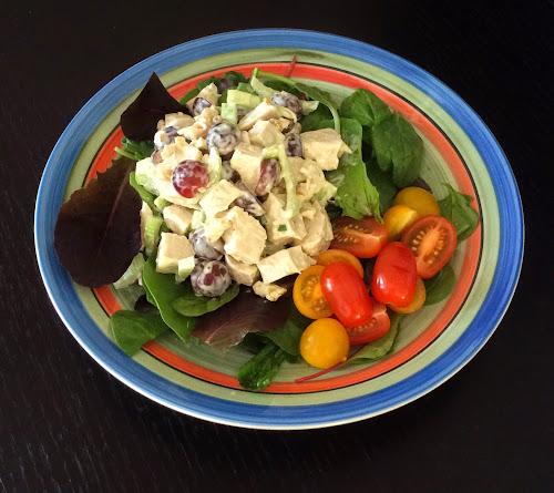 Salatka, indyk,kurczak, pierś z indyka, drób, winogrona, orzechy włoskie, zioła, salatka