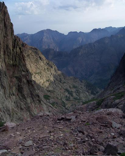 Versant Nord du col des Maures: le ravin vers le cirque de Tondu
