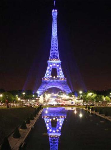 La Torre Eiffel de París en Navidad