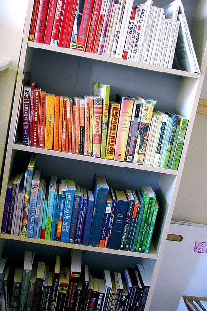 ordenar los libros por colores