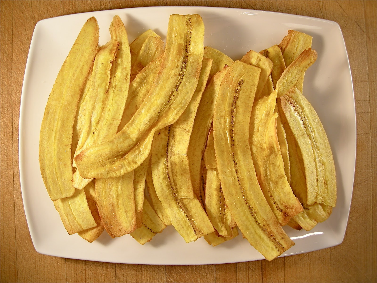 Eat with a spoon plantain chips with fast and easy guacamole