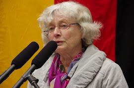 Christa Bröcher am Rednerpult.