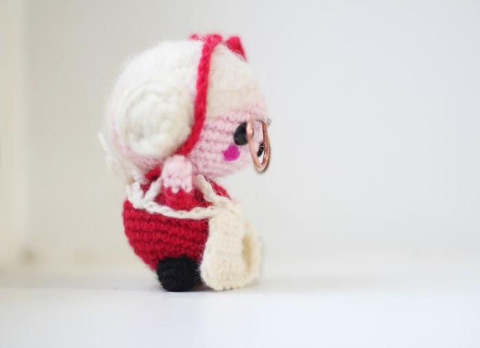 amigurumi free pattern Mama Santa Claus