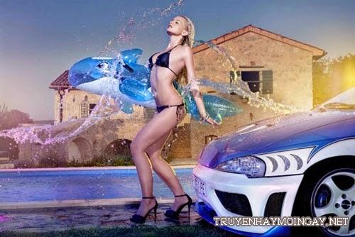 Người mẫu xe sexy đầy nghệ thuật bên xe hơi