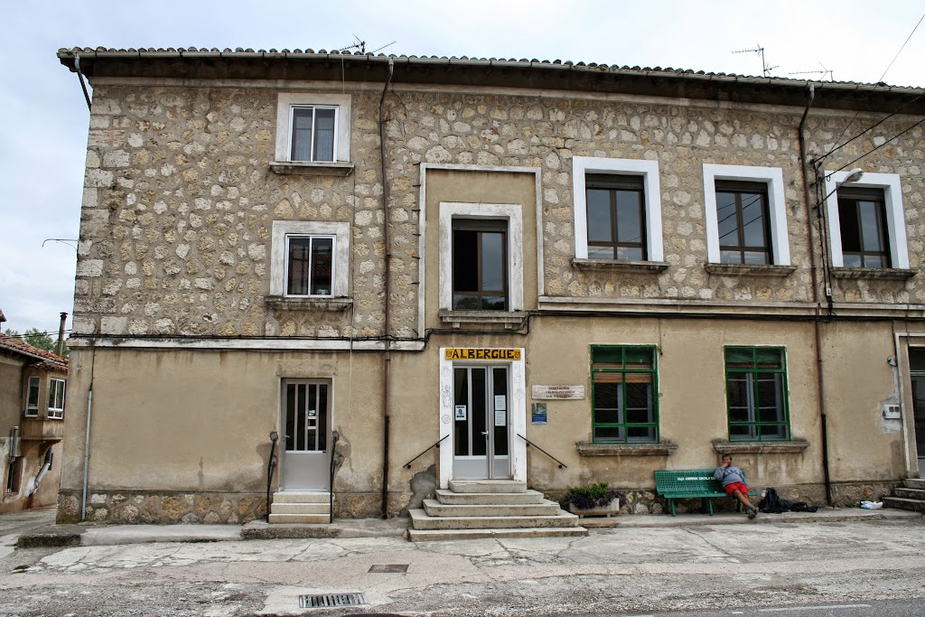 Albergue de peregrinos municipal, Villafranca Montes de Oca, Burgos :: Albergues del Camino de Santiago