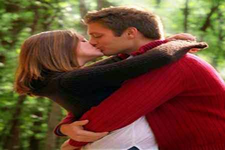 Besos de pareja. Ayudan a mantener una buena relacion