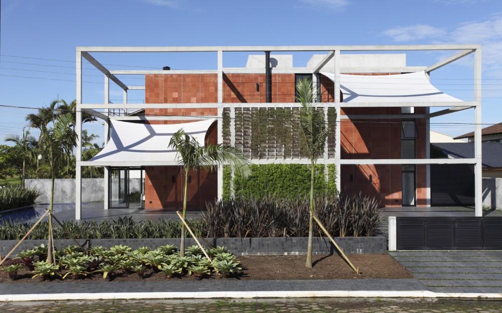 Casa Atami design by Marcos Bertoldi Arquitetos