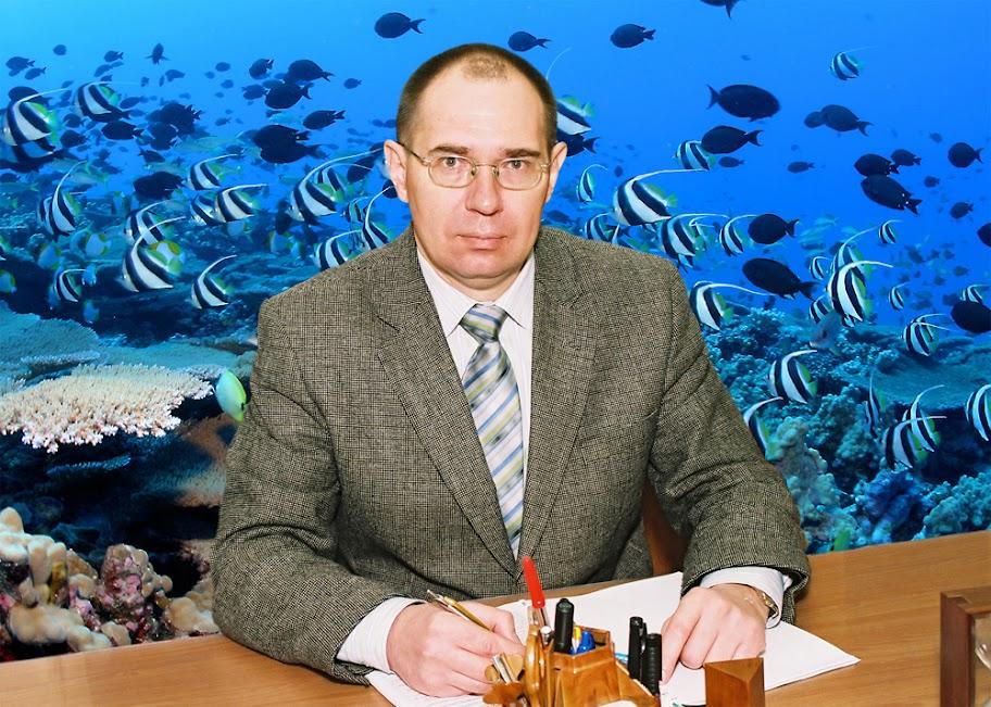 Заведующий кафедрой кандидат биологических наук, доцент; декан факультета Заморов Вениамин Вениаминович