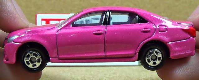 Tomica 092 Toyota Crown Athlete được làm từ chất liệu an toàn