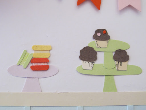 Another detail. How cute are these mini paper desserts?