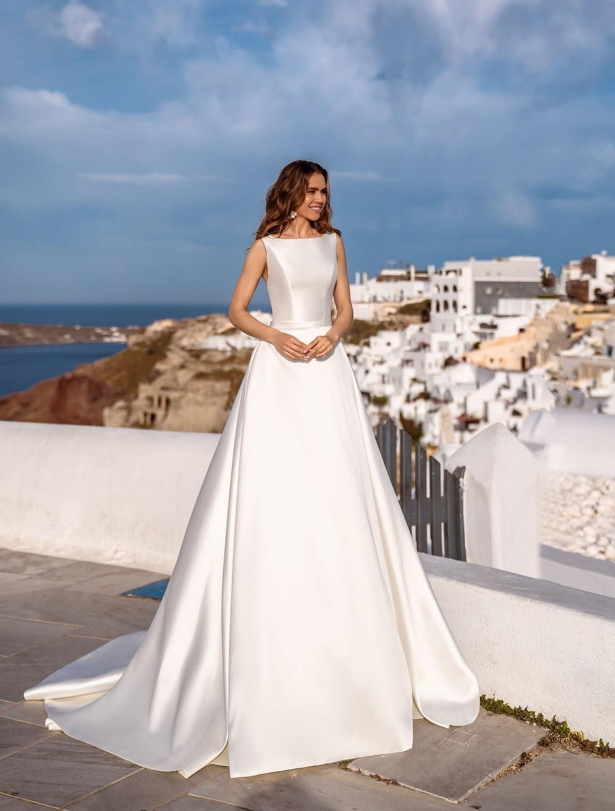 Весільна сукня в стилі мінімалізм